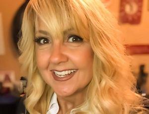 Gina Schreck - CEO at SocialKNX