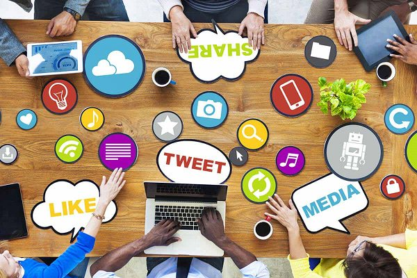 Mantente activo en las redes sociales